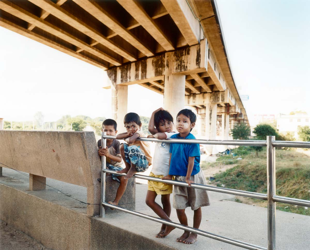 Children under the Friendship Bridge